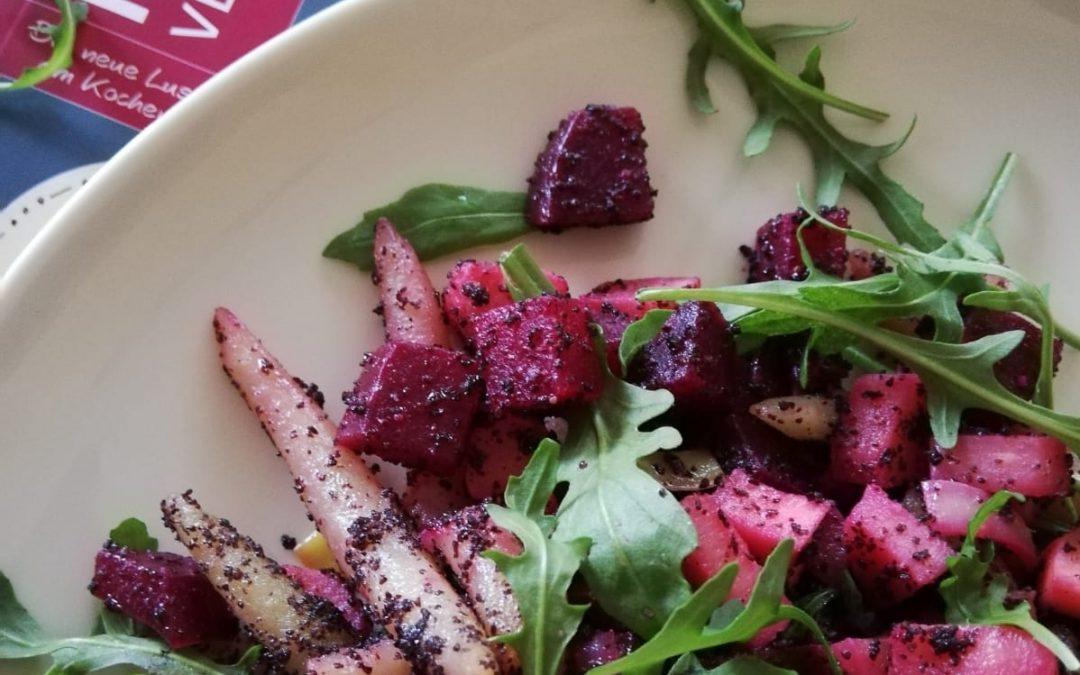 Schupfnudeln mit Mohnbutter und Pastinaken-Rote-Rüben-Gemüse